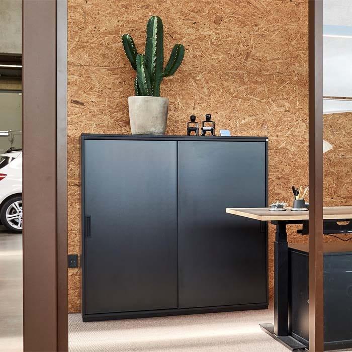 Cube Design - kontormøbler - skydedørsskab - sliding door cabinet - soft close