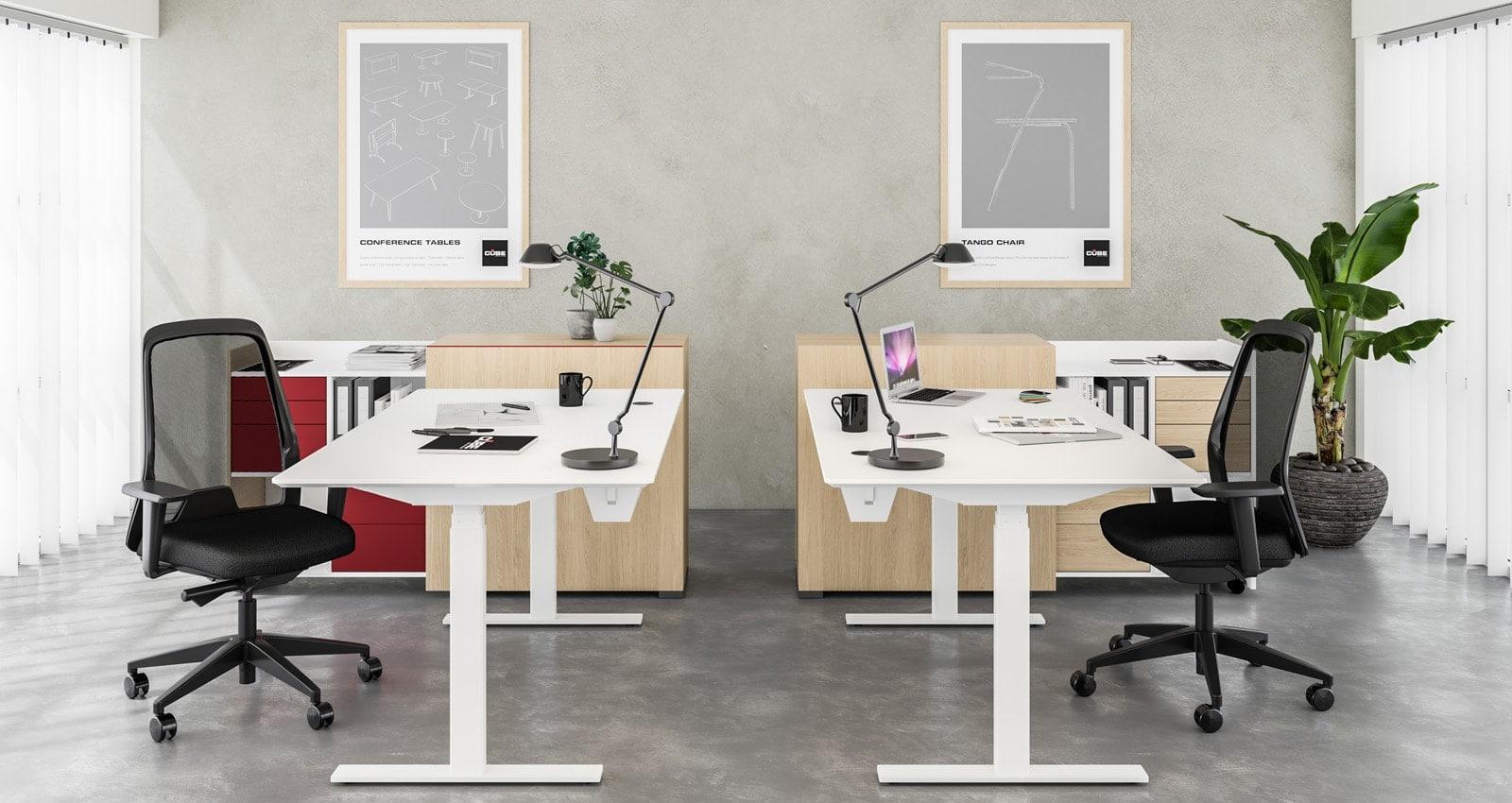 RAW skriveborde med vipbar kabelbakke