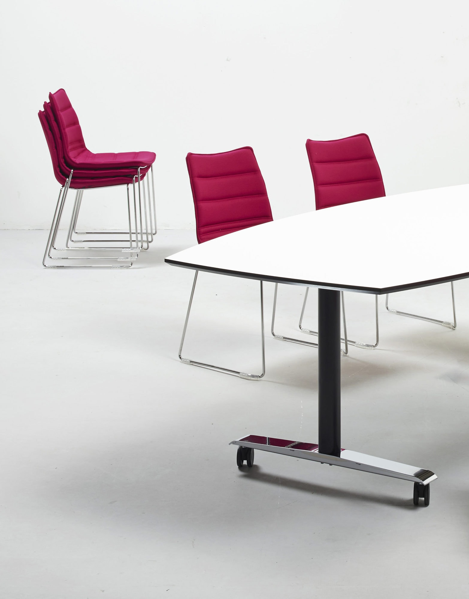 Cube Design - kontormøbler - medestol - kan stables - stol på meder