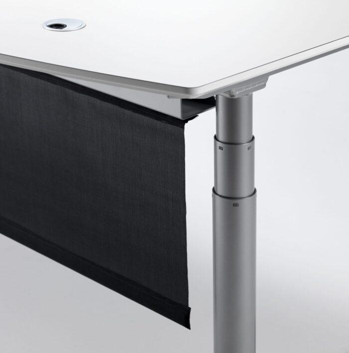 Cube Design - kontormøbler - skrivebord - hæve-sænke skrivebord - gardin - integreret kabelbakke