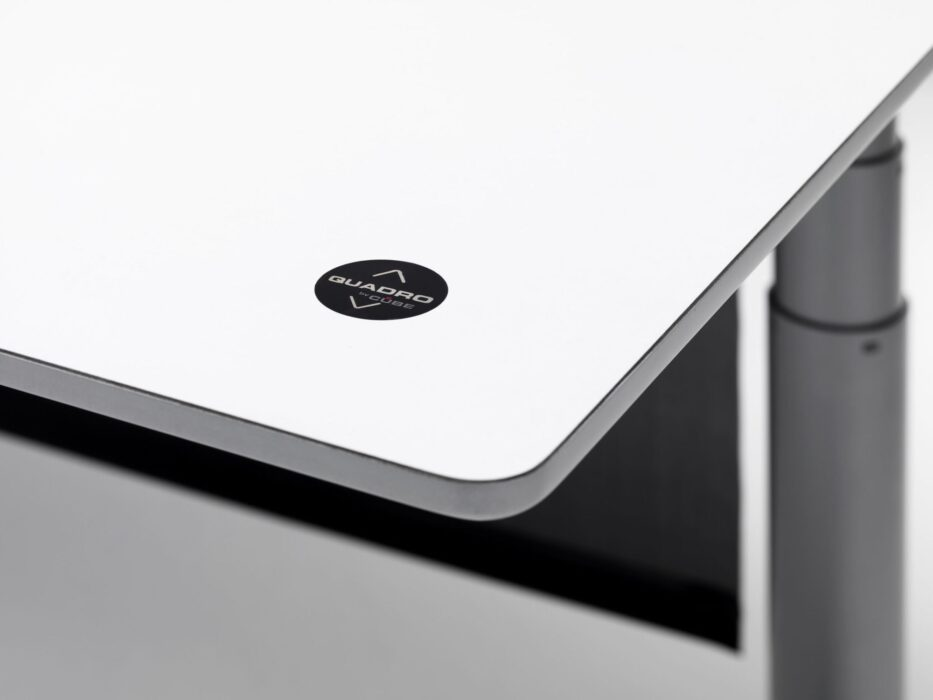 Cube Design - kontormøbler - skrivebord - fingertouch - fræset kant