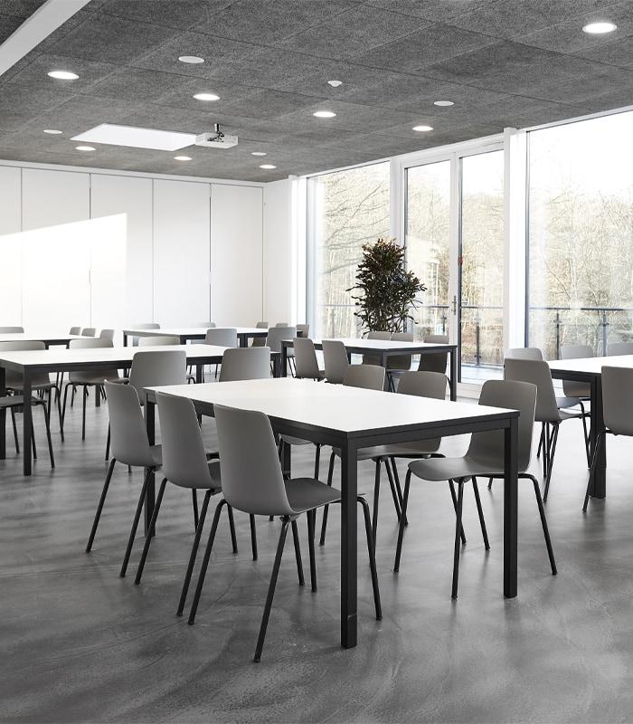 Cube Design - kontormøbler- kantinebord - stoleophæng - fast ramme - sort stel - sensa