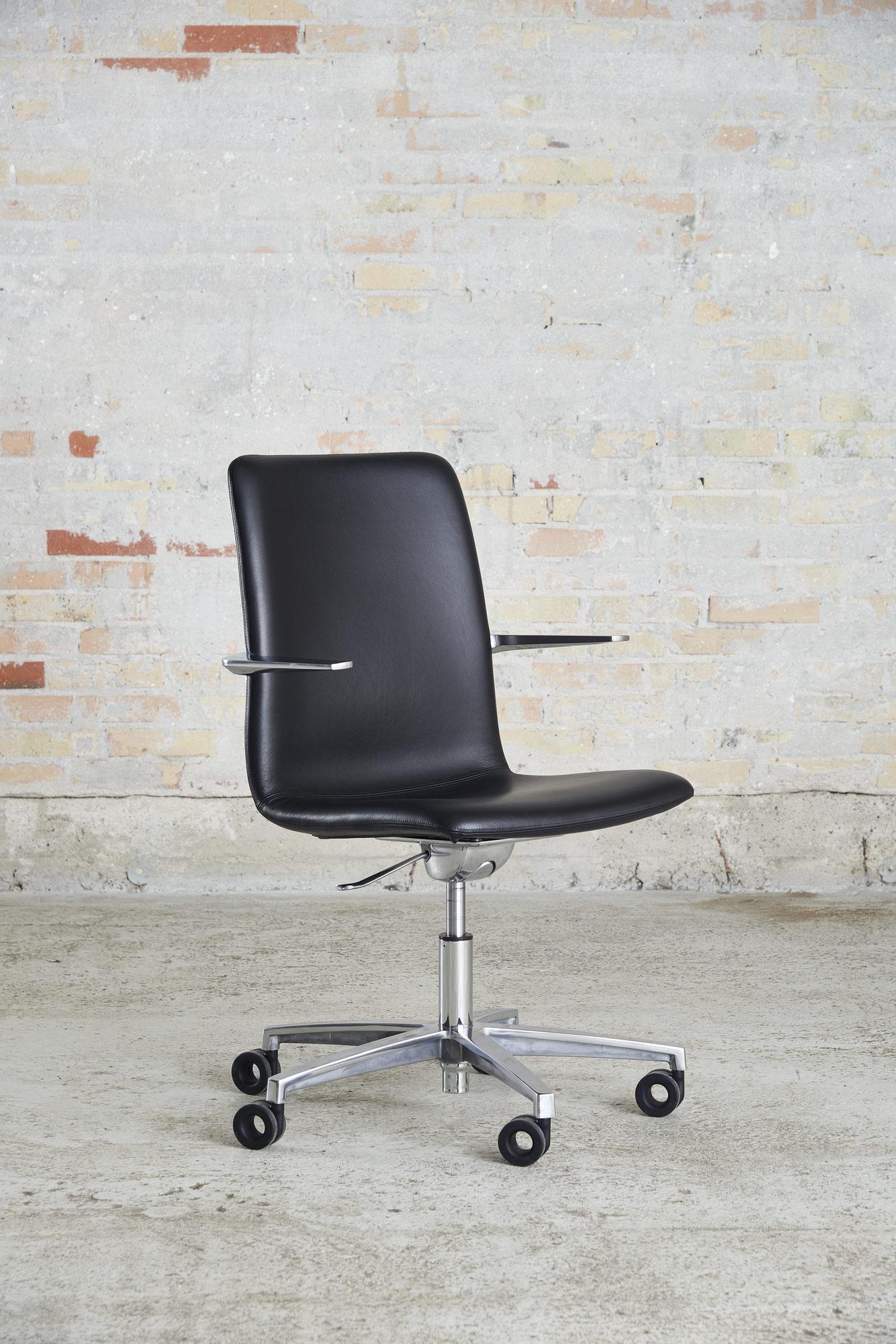 Cube Design - kontormøbler - S20 konferencestol med høj ryg - sort læder - blank krom stel og armlæn