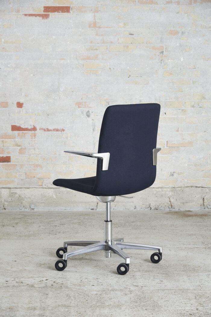 Cube Design - kontormøbler - S20 konferencestol - blank krom stel og armlæn - vippefunktion