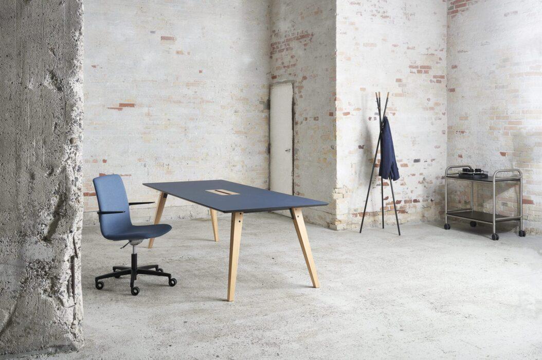 Cube Design - kontormøbler - Spider konferencebord - træben - mødebord - S20 konferencestol - rullebord - stumtjener