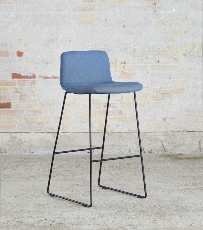 Cube Design - kontormøbler - S20 barstol - sort stel - polstret barstol