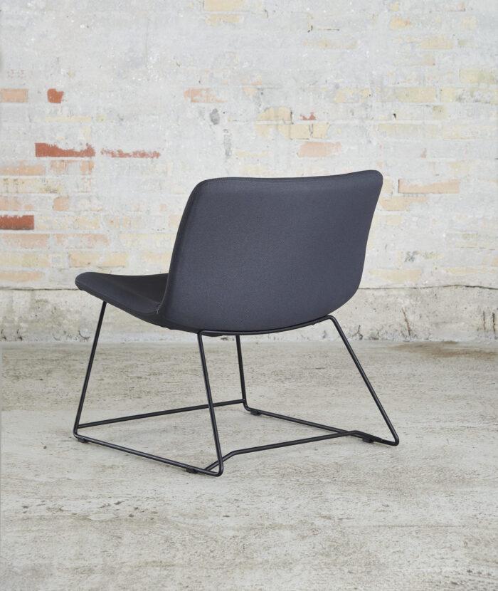Cube Design - S20 loungestol - sort stel - polstret på sæde og ryg