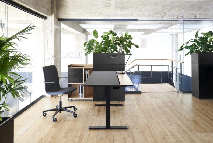 Cube Design - kontormøbler - RAW split skrivebord - udtræksskab - blomsterkasse - S20 konferencestol