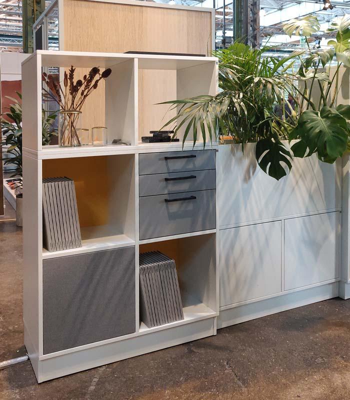 Cube Design - kontormøbler - rumdeler - reol uden bagbeklædning - se igennem reol