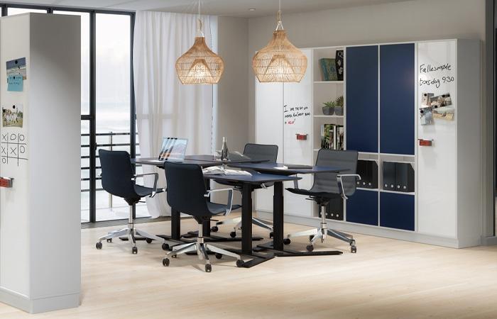 Cube Design - kontormøbler - 1-søjlet skrivebord - skrivebord på batteri - skrivebord på hjul